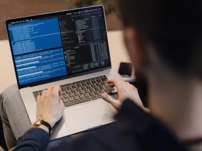 Laptopy poleasingowe – zalety i wady